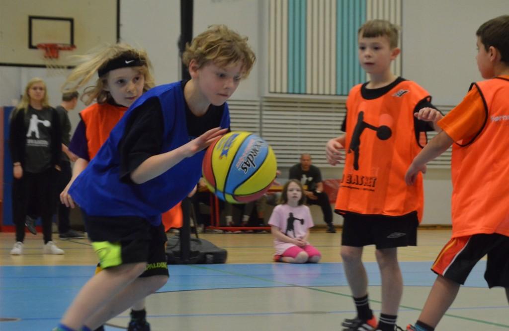 Falcon og foreningen SFO Basket Frederiksberg gennemførte i 2014-2015 i alt otte camps fortrinsvis for børn i alderen 6-10 år med sigte på at styrke børns bevægelse. Foto: Krishan Arora